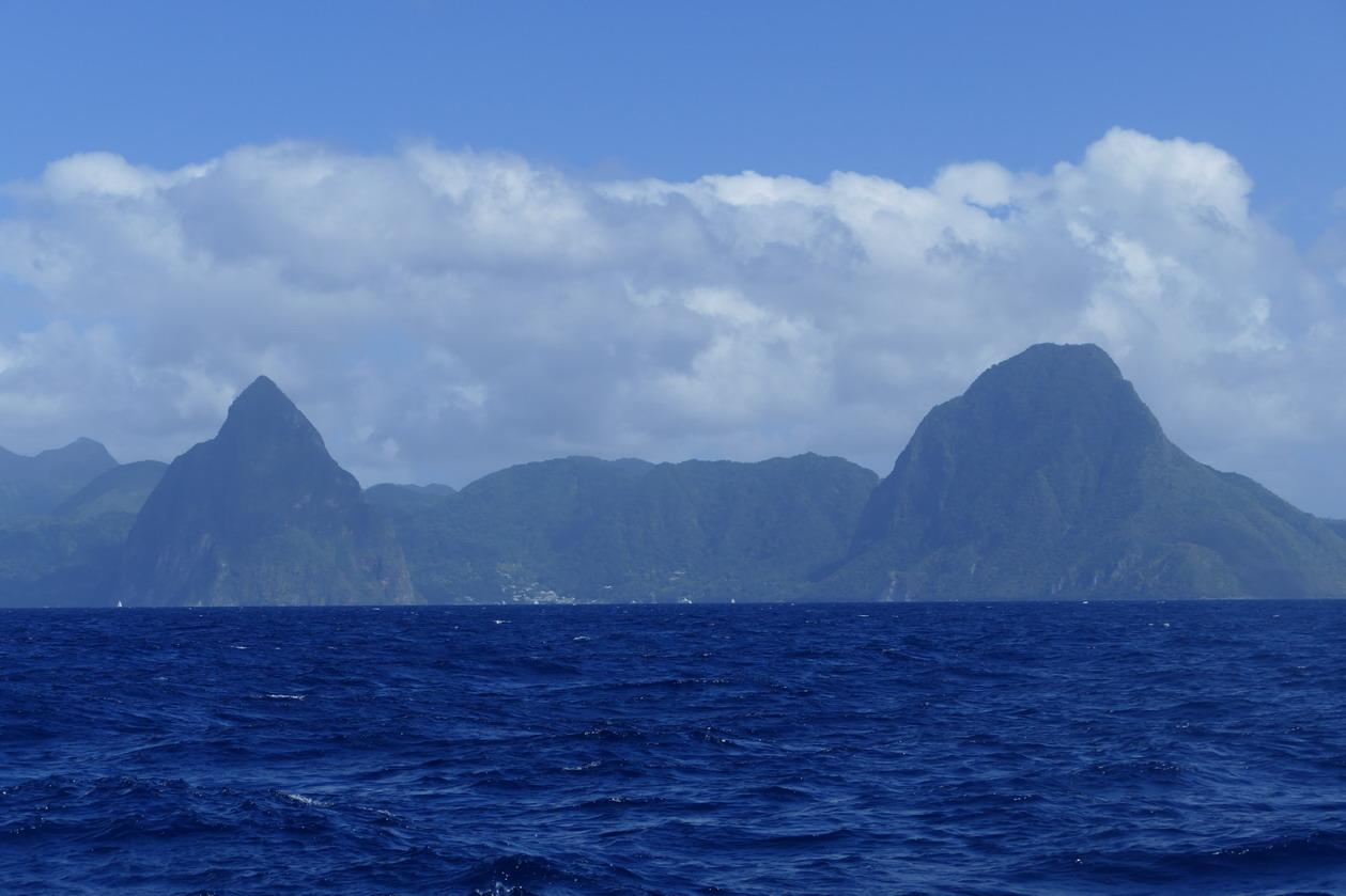 01. Les deux Pitons au SW de Ste Lucie