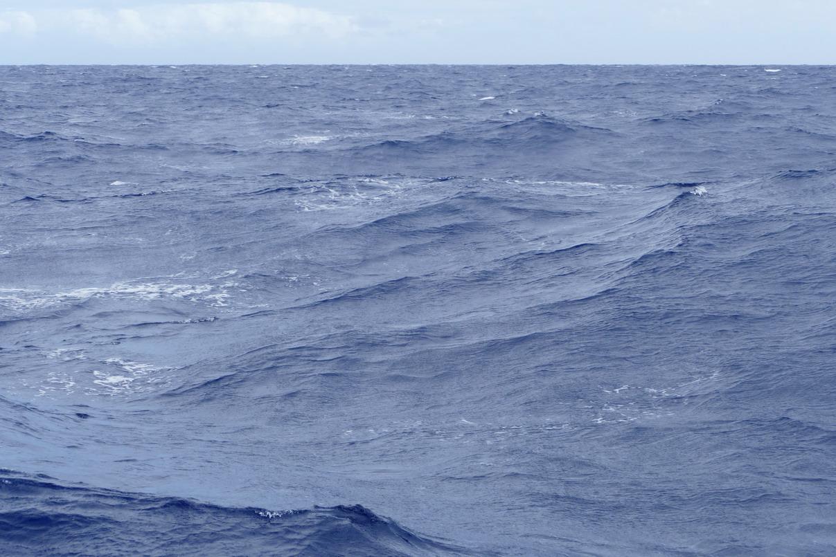 02. Au nord de St Vincent, la mer est travaillée par de violents courants