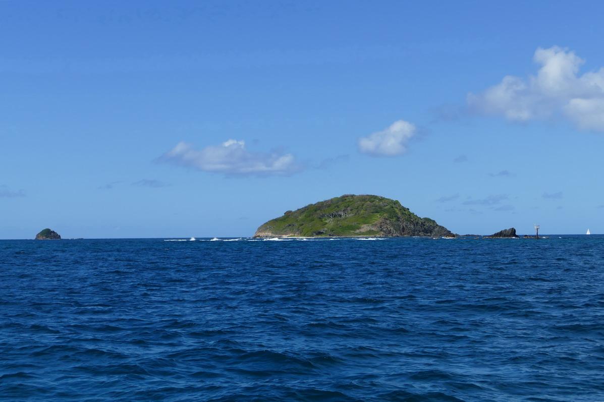 02. Catholic island au large de Mayreau ; enfin, avec de tels brisants pas vraiment KTO