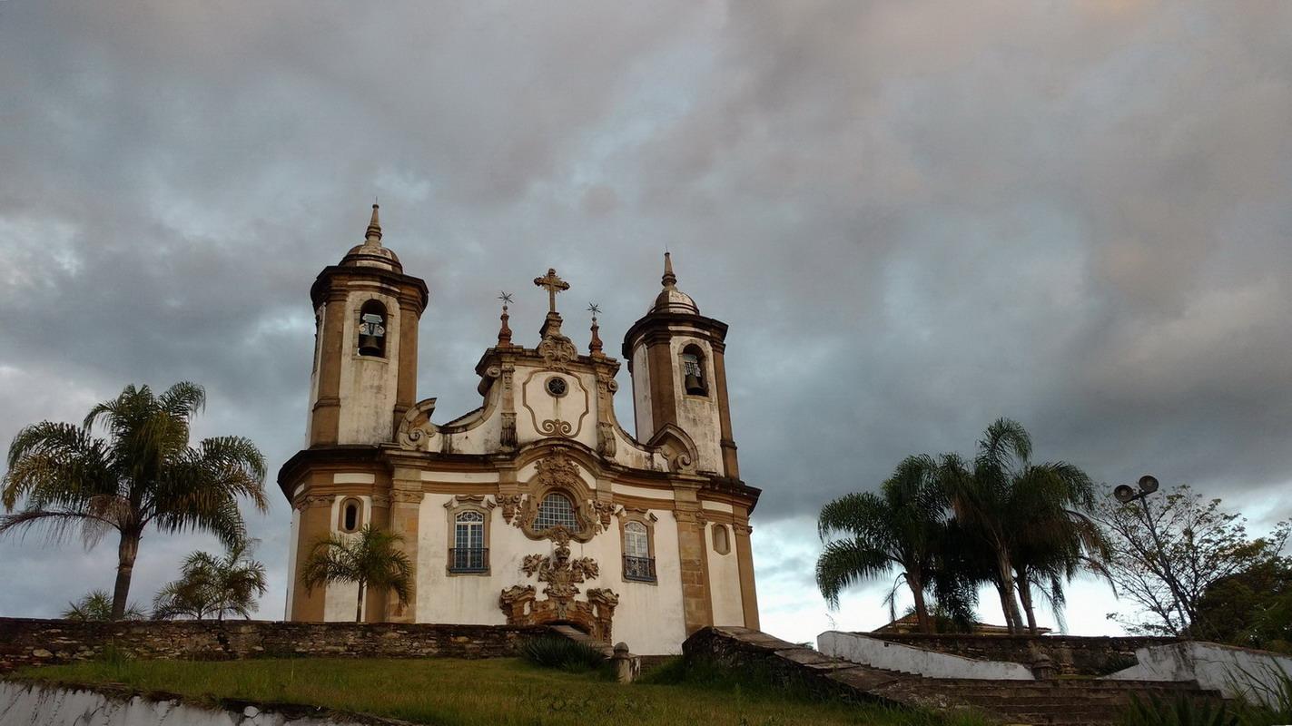 04. L'église Nossa Senhora do Carmo, juste en face de l'hôtel