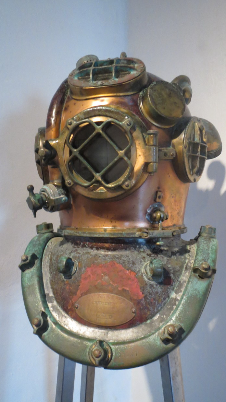 04. SdB, musée de la marine, scaphandre du siècle dernier