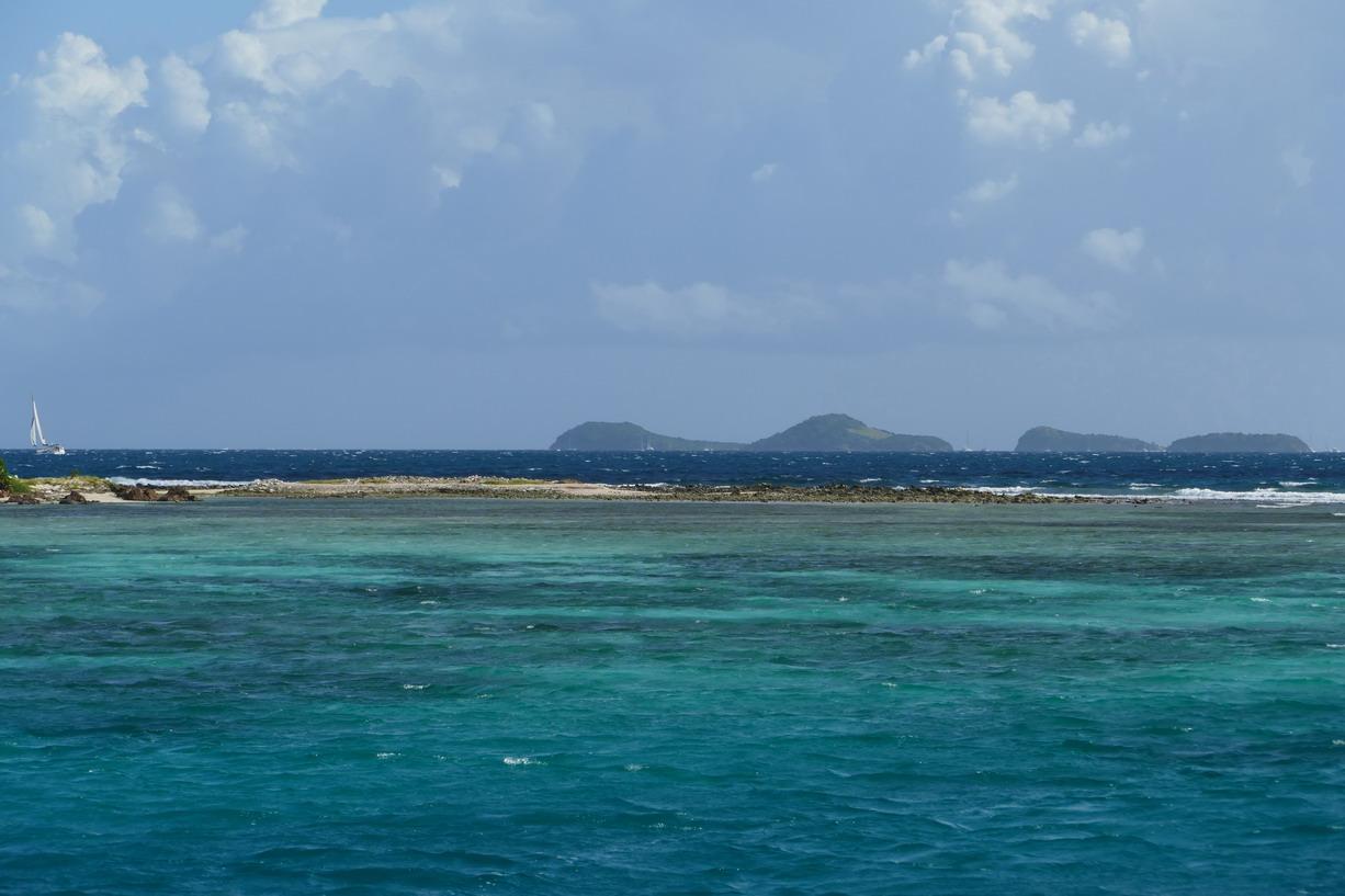 07. La ceinture de corail avec vue sur les Tobago cays