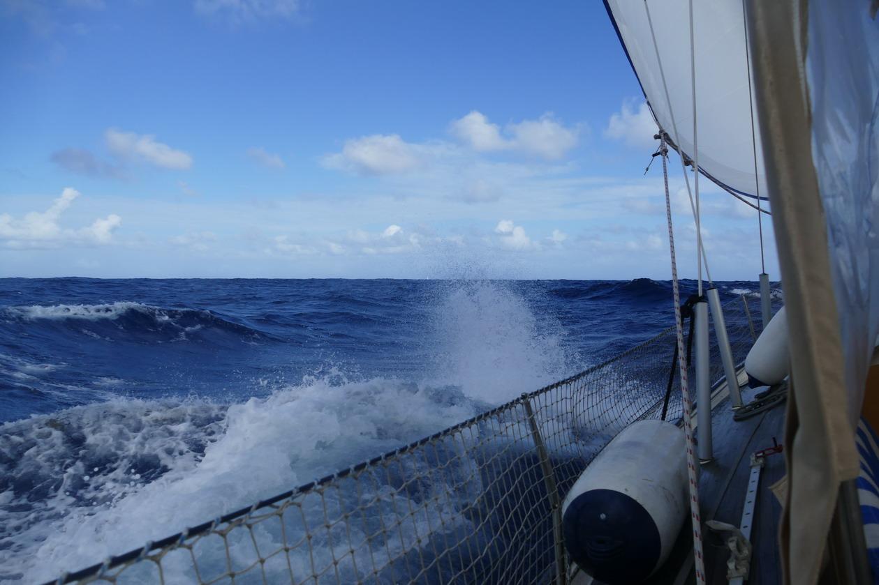 07. Sous le vent, le bateau passe en force