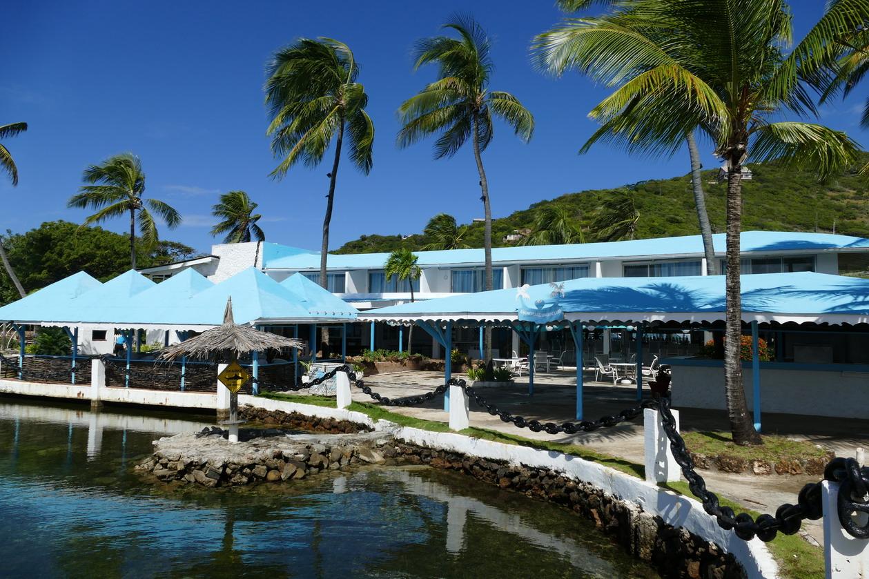 09. Ensemble hôtelier à Clifton harbour