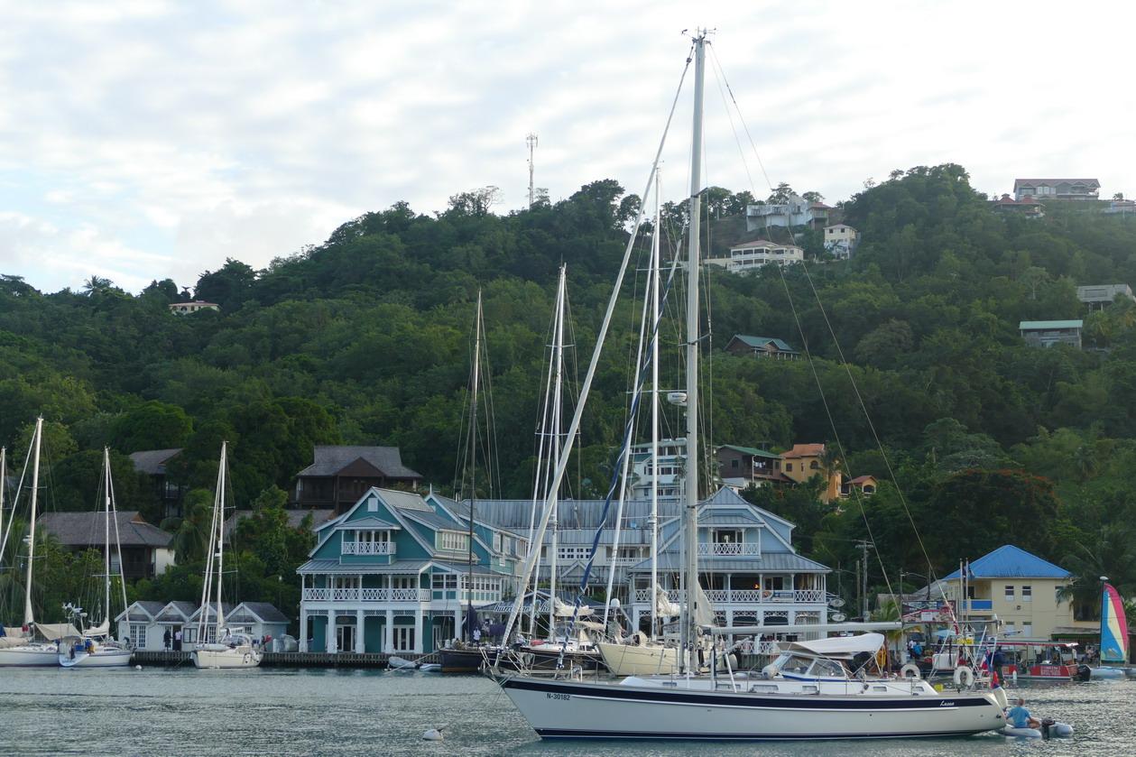 11. Ste Lucie, Marigot harbour, les bâtiments de la marina