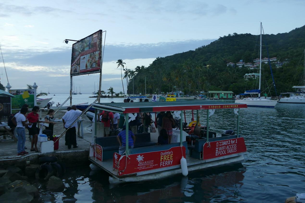12. Ste Lucie, Marigot harbour, le petit ferry qui conduit au restaurant Dolittle