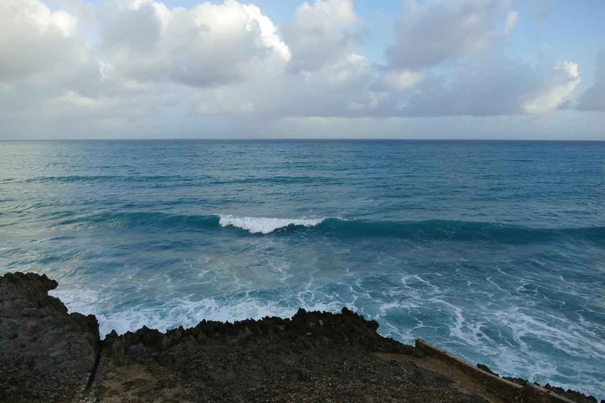15. L'îlet du Gosier ; la houle du large poussée par l'alizé