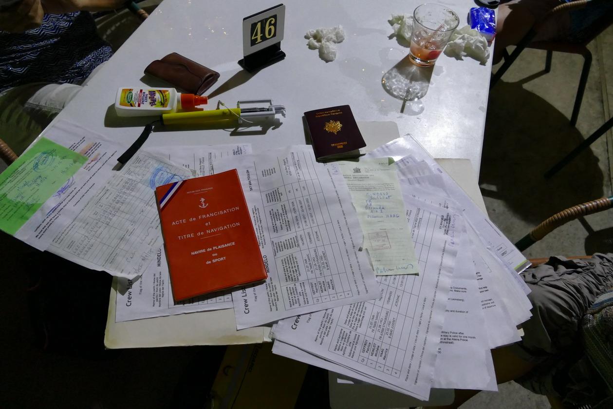 15. Tous les papiers sont tombés à l'eau ; faut faire sécher