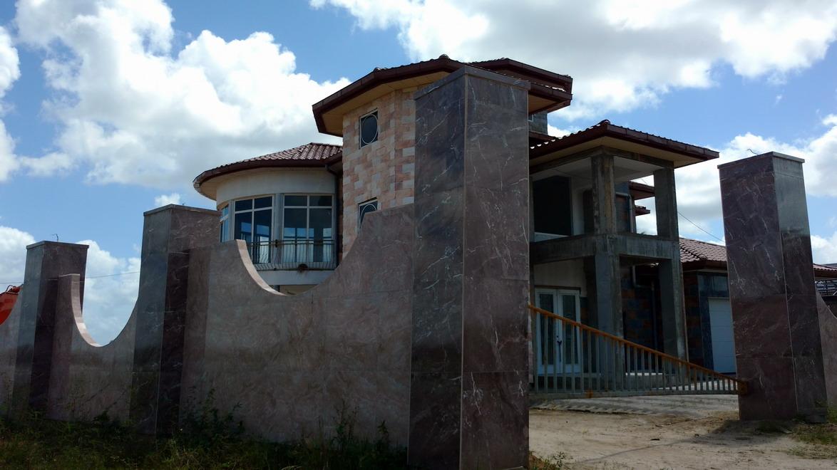 17. Une des nombreuses villas hollandaises sur le fleuve