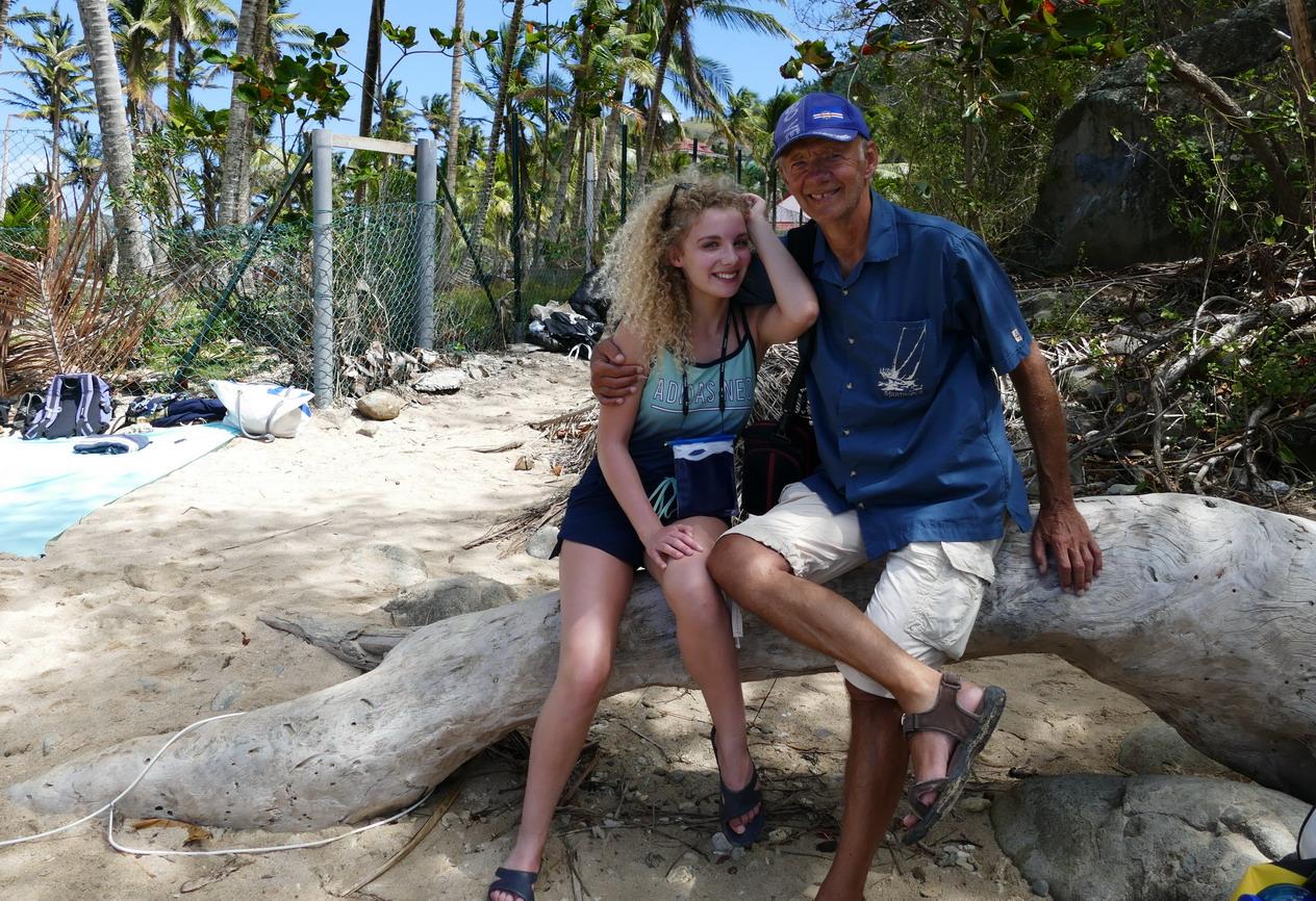 18. L'archipel des Saintes ; plage du Pain de sucre, petite et surfréquentée