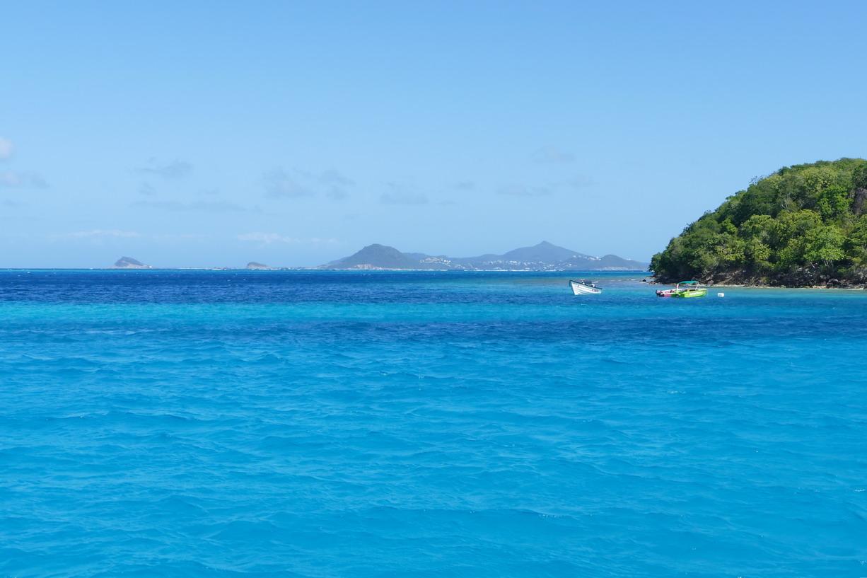 18. Les Tobago cays, vue sur l'île de Canouan