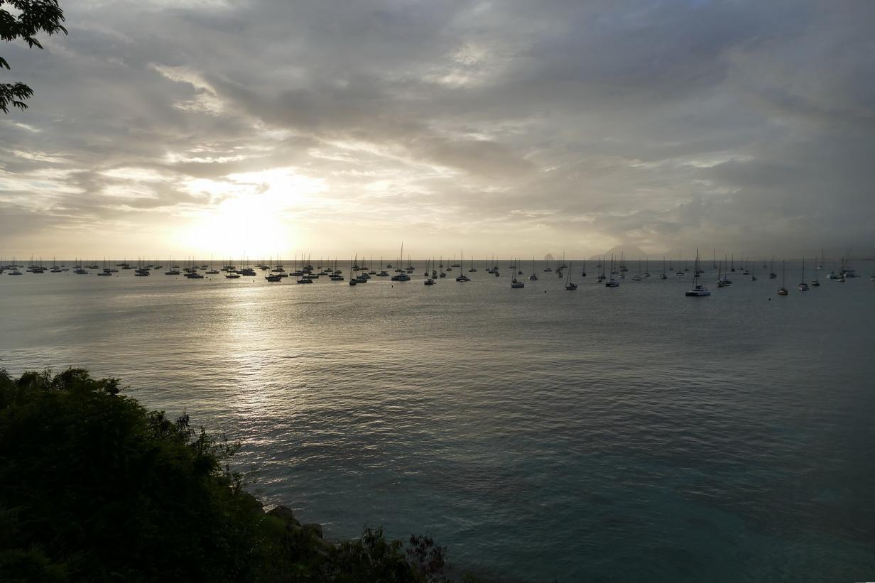 19. La Martinique, le mouillage de Ste Anne ; il y a du monde !