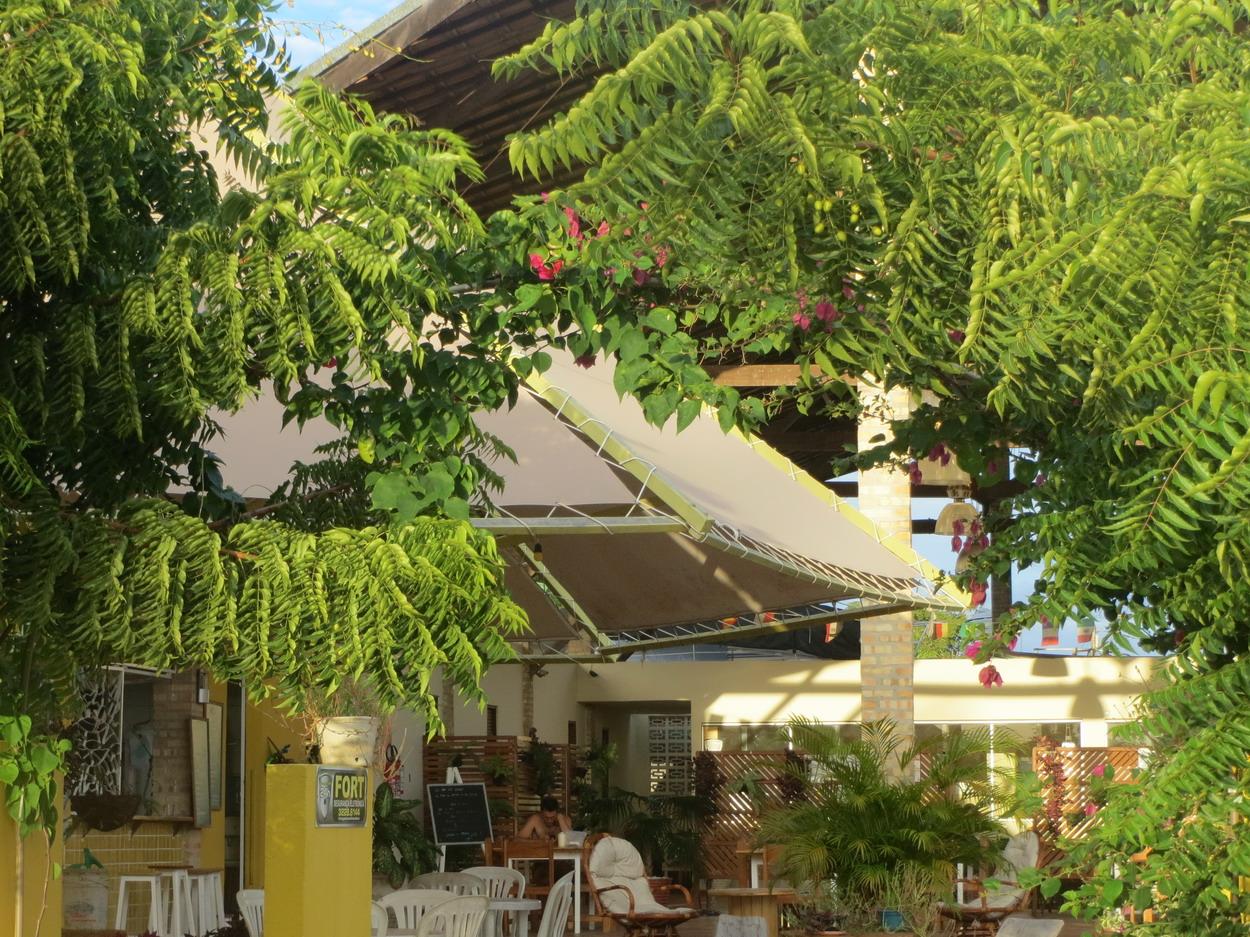 19. Le restaurant et le hall de réunion de la marina