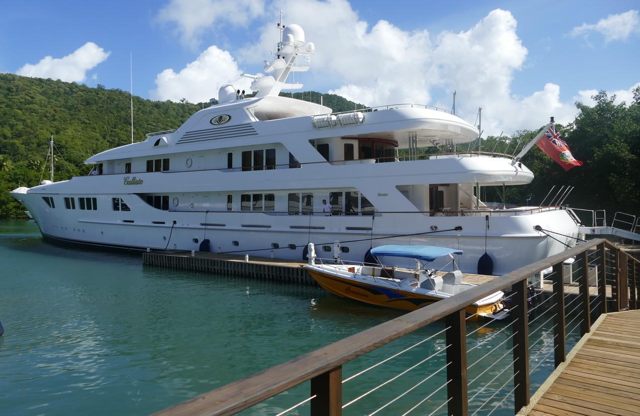 19. Les superyachts arrivent à y trouver leur place (Callisto 73 m, location dans les 500 000 US$ la semaine)
