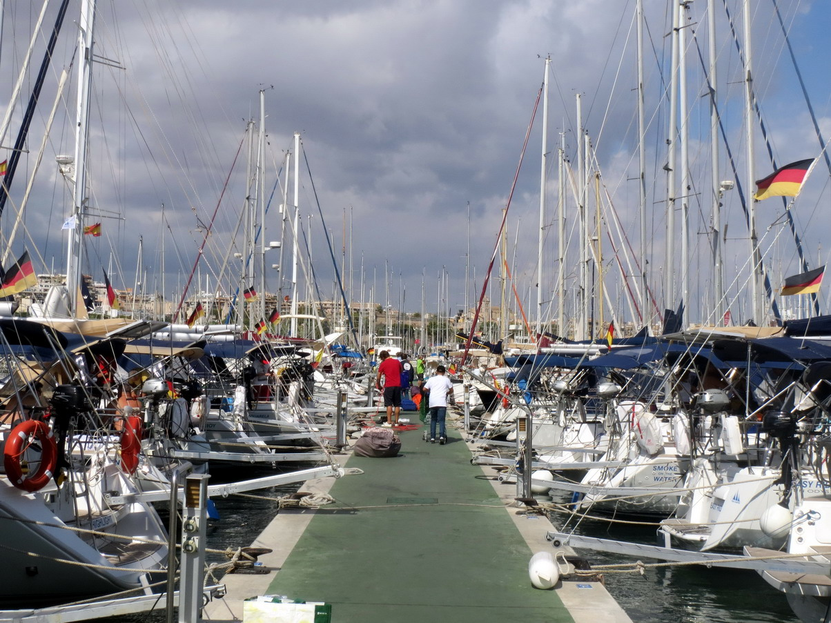 2. Palma, la marina RCNP ; il y a du monde, une forte colonie allemande