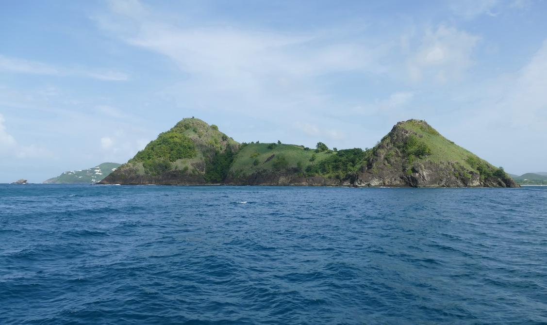 2. Ste Lucie, les collines de Pigeon island qui ferment Rodney bay