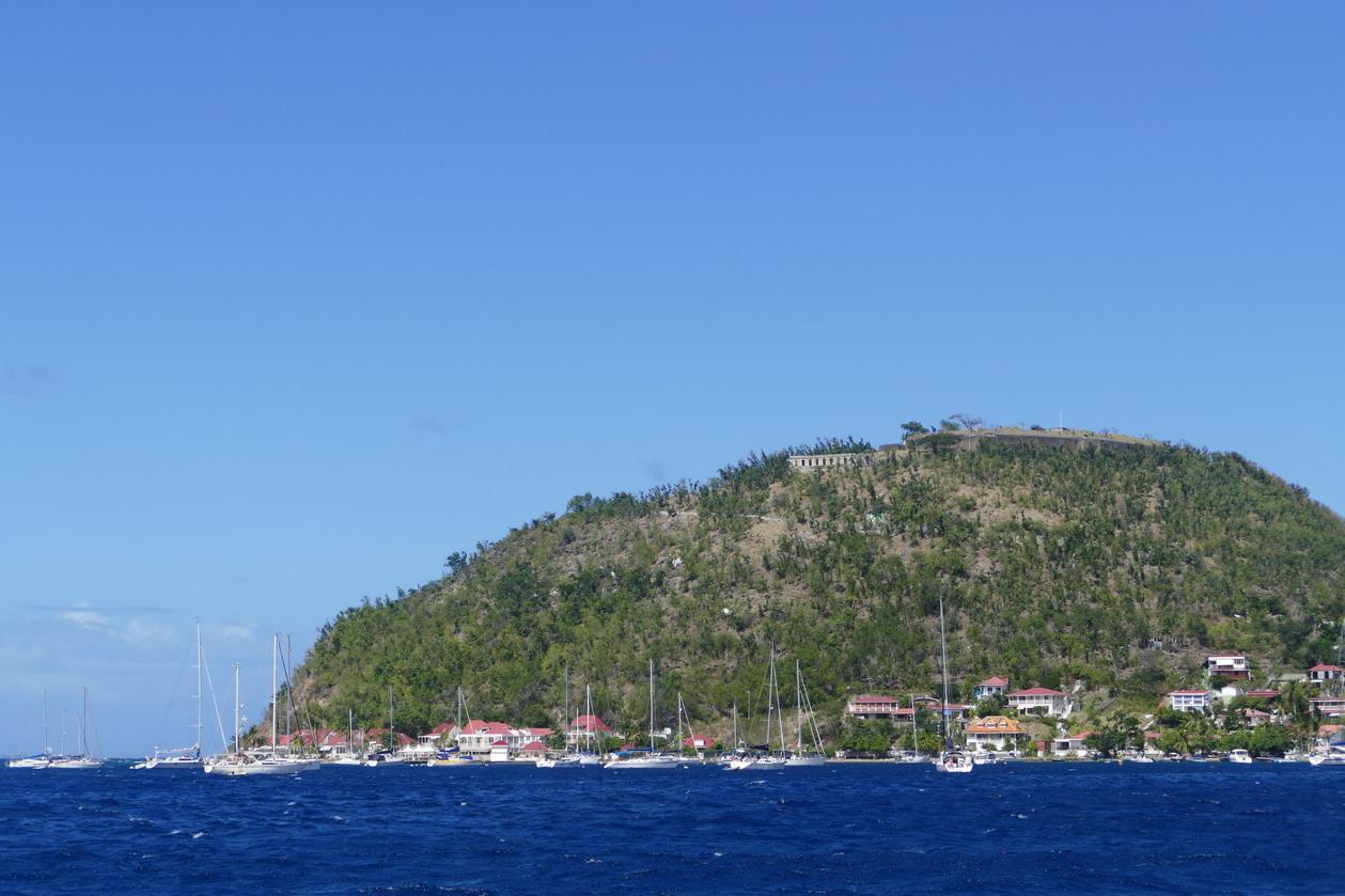 22. L'archipel des Saintes ; la colline du fort Napoléon