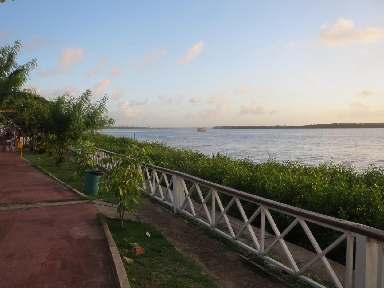 22. Le Paraiba du côté amont, les tours de Joao Pessoa apparaissent dans au loin