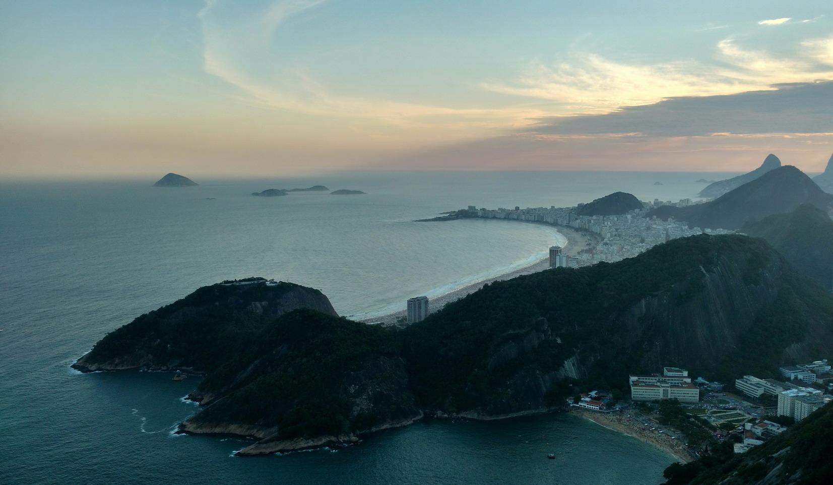 24. Du Pain de sucre vue des plages de Leme et de Copacabana