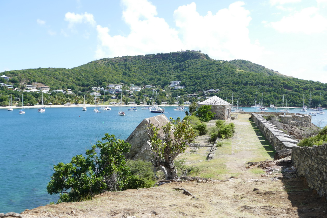 25. Antigua, English harbour, Freemans bay de Berkeley point