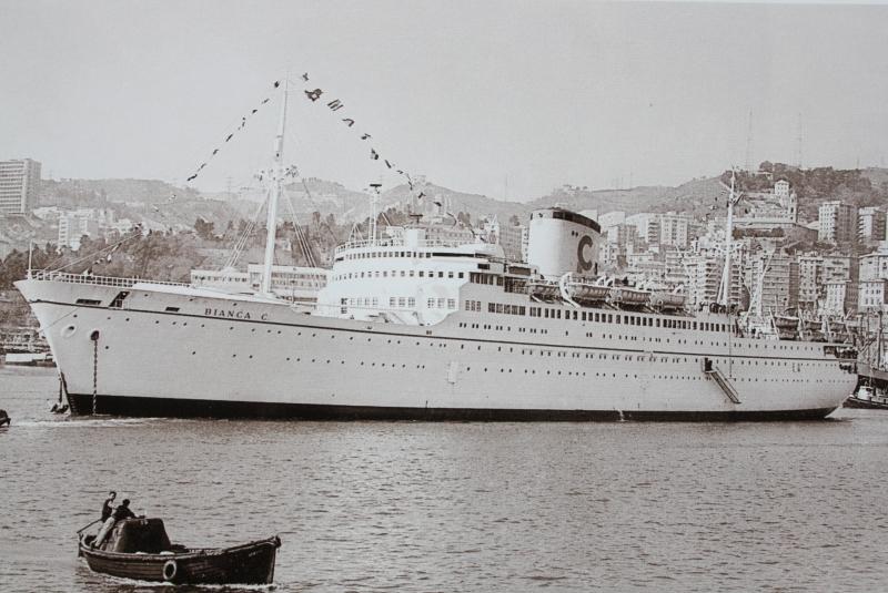 25. Le Bianca C, paquebot construit en France, ravagé par un incendie en 1961 dans le port de Grenade et coulé au large