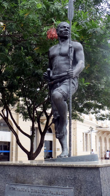 27. SdB, centre historique, statue de Zumbi dos Palmares, icône de la résistance anti-esclavagiste et anticoloniale