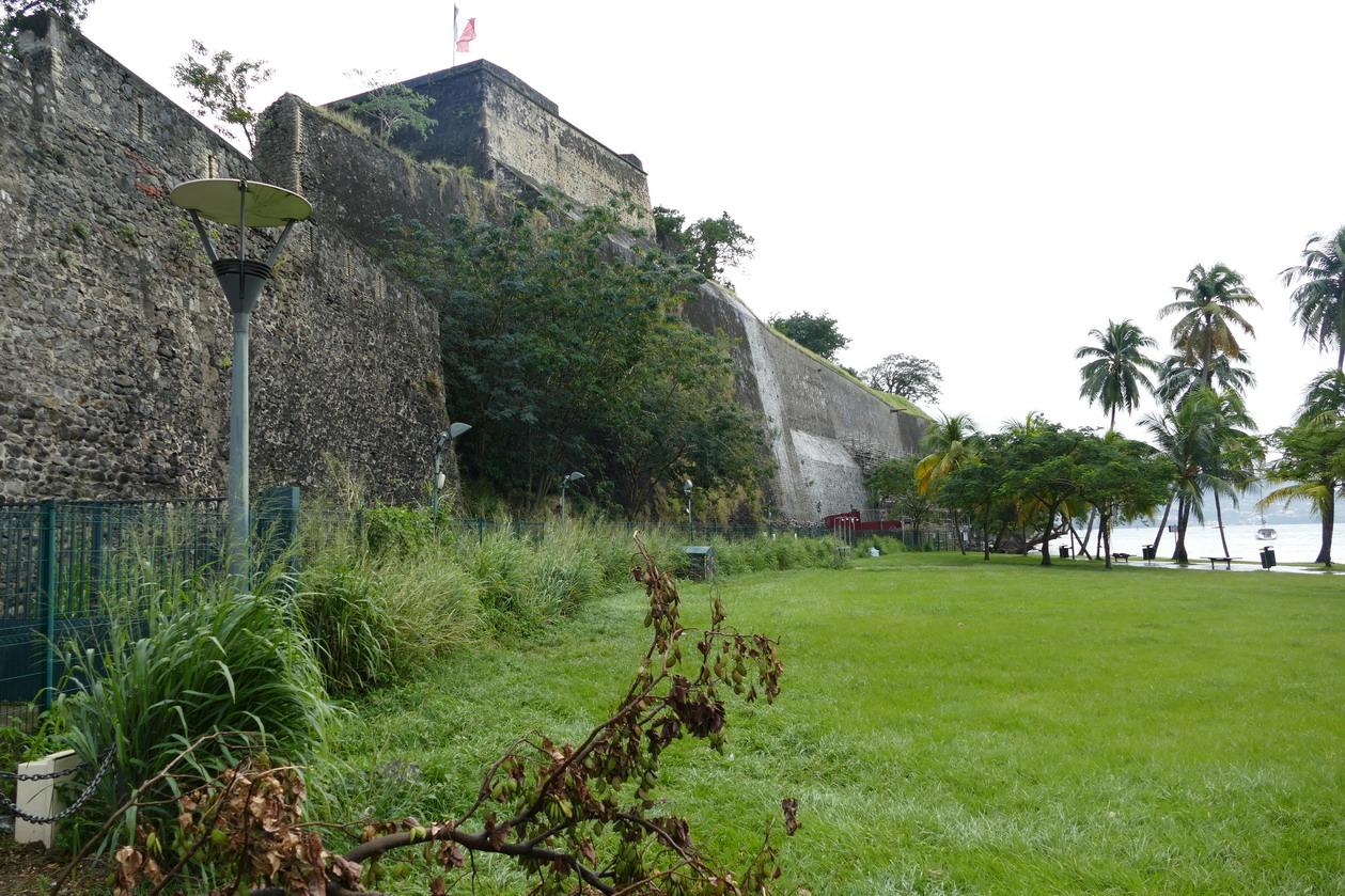 8. Fort-de-France ; le fort Saint-Louis a joué un rôle clé dans la défense de la ville