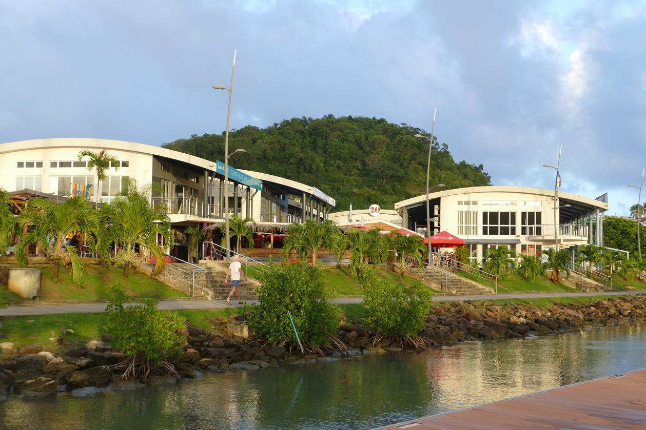 30. La Martinique, le Marin, la capitainerie et les bars restaurants