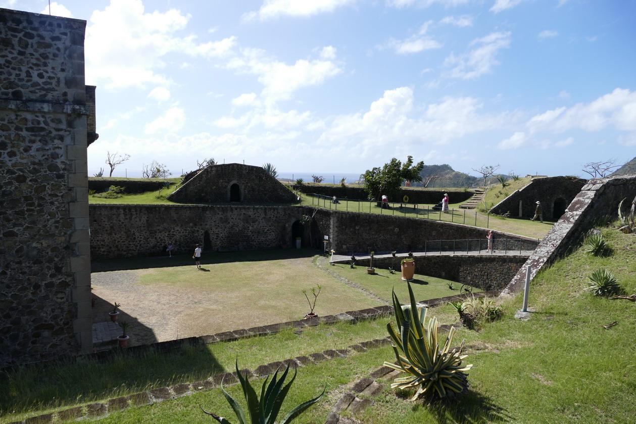 30. L'archipel des Saintes ; le fort Napoléon