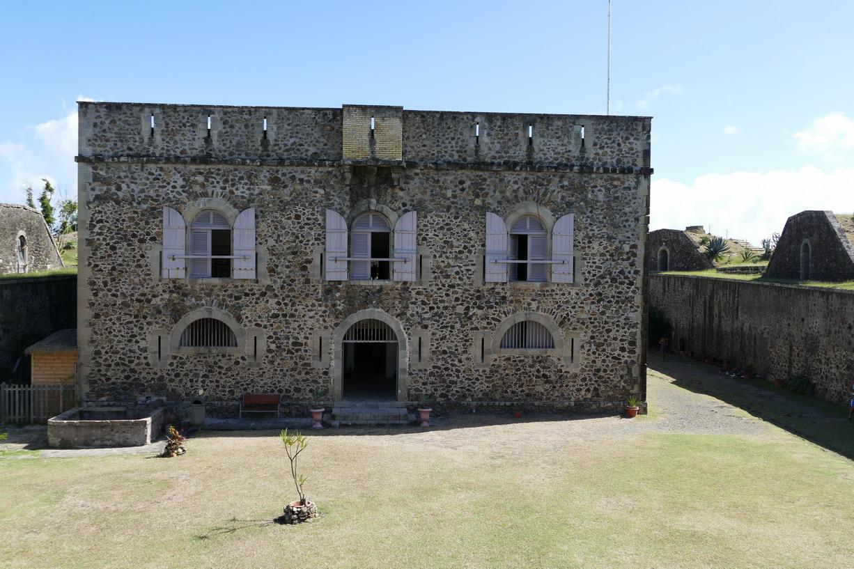 31. L'archipel des Saintes ; le fort Napoléon