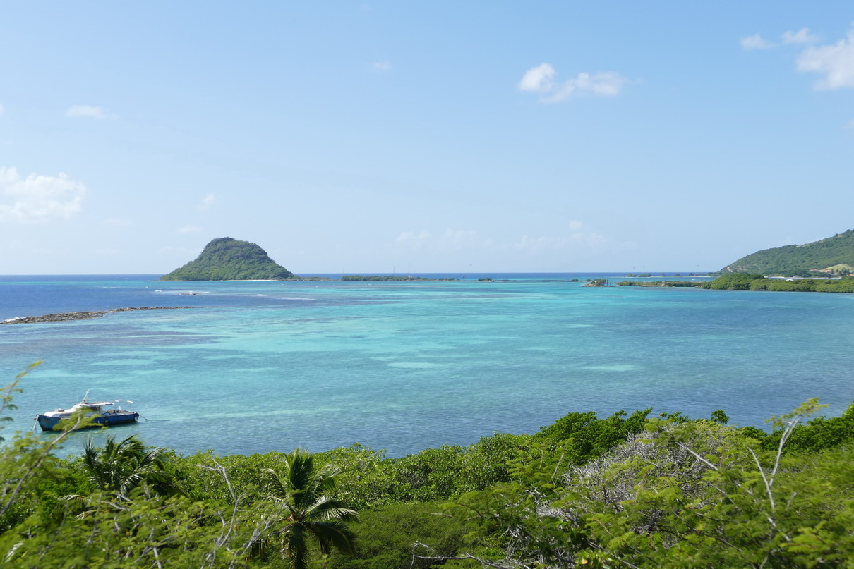 1. Union island, Frigate island, presqu'île débordand le sud de l'île
