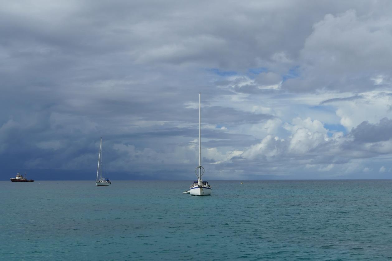 33. Un de ces ciels propres aux Antilles