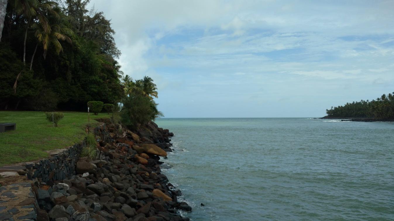 34. La passe entre l'île Royale et l'île St Joseph