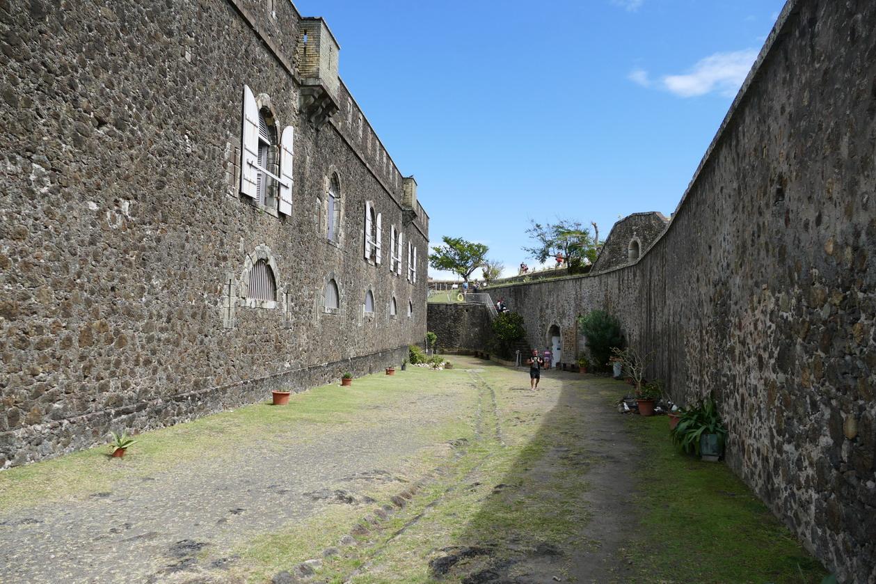 34. L'archipel des Saintes ; le fort Napoléon