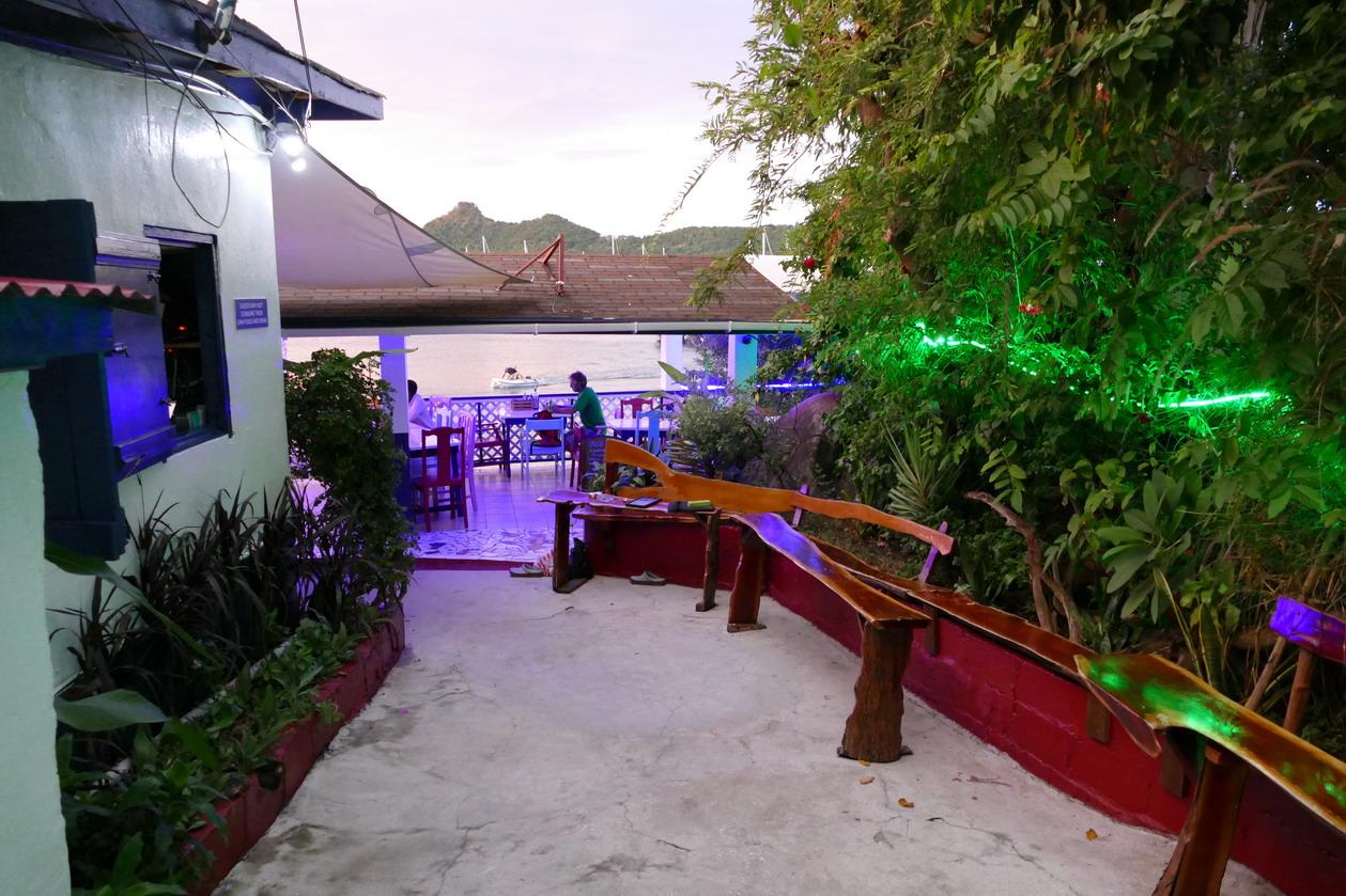 36. Au restaurant Lazy Turtle sur la plage
