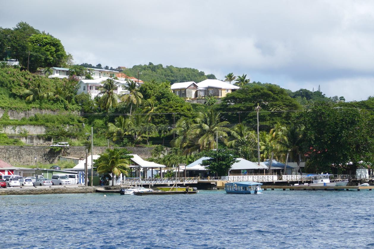 36. St Vincent, Villa beach, avec le petit bac qui assure les traversées vers l'île