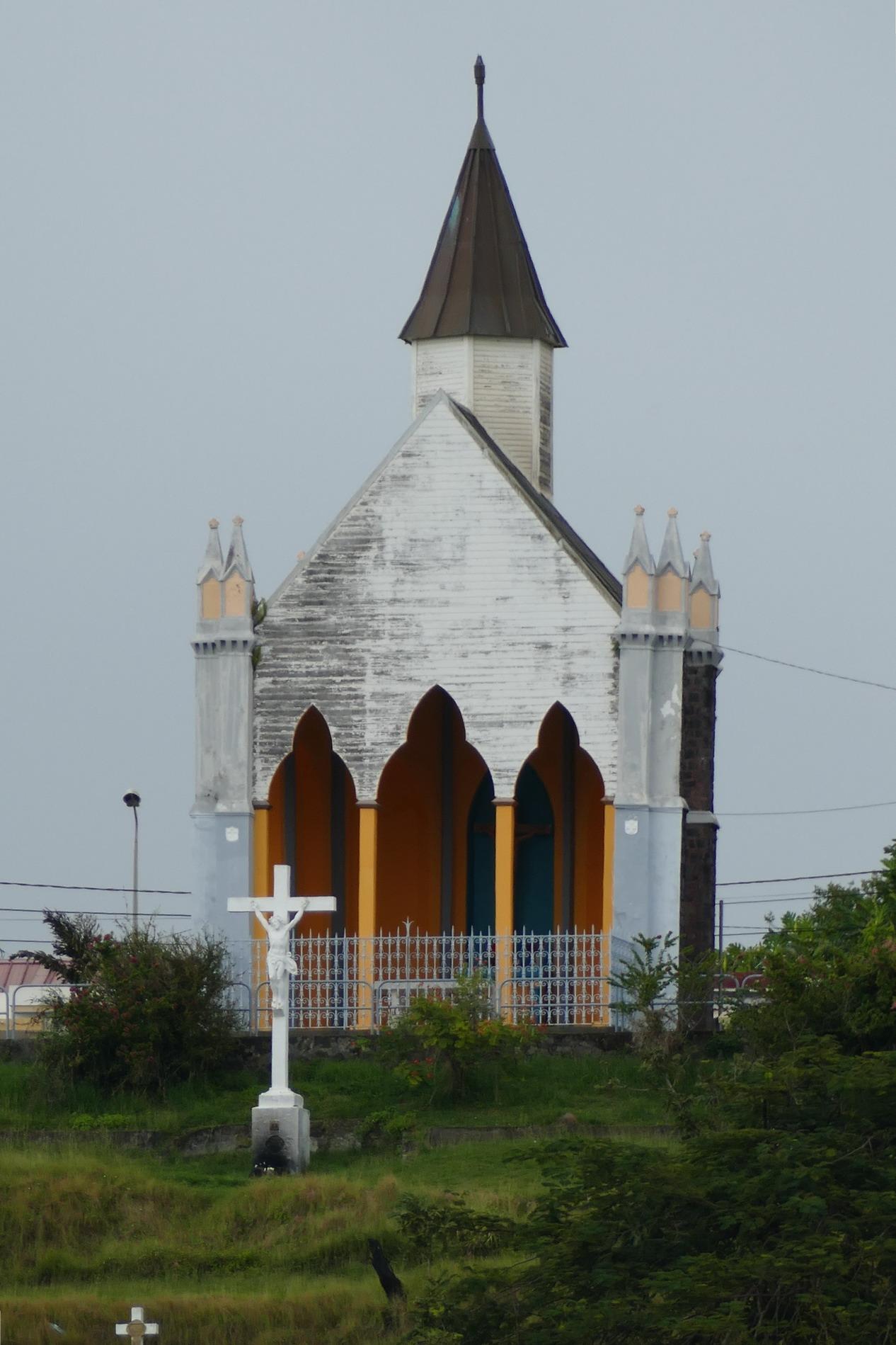 37. Fort-de-France, une petite église sur la colline