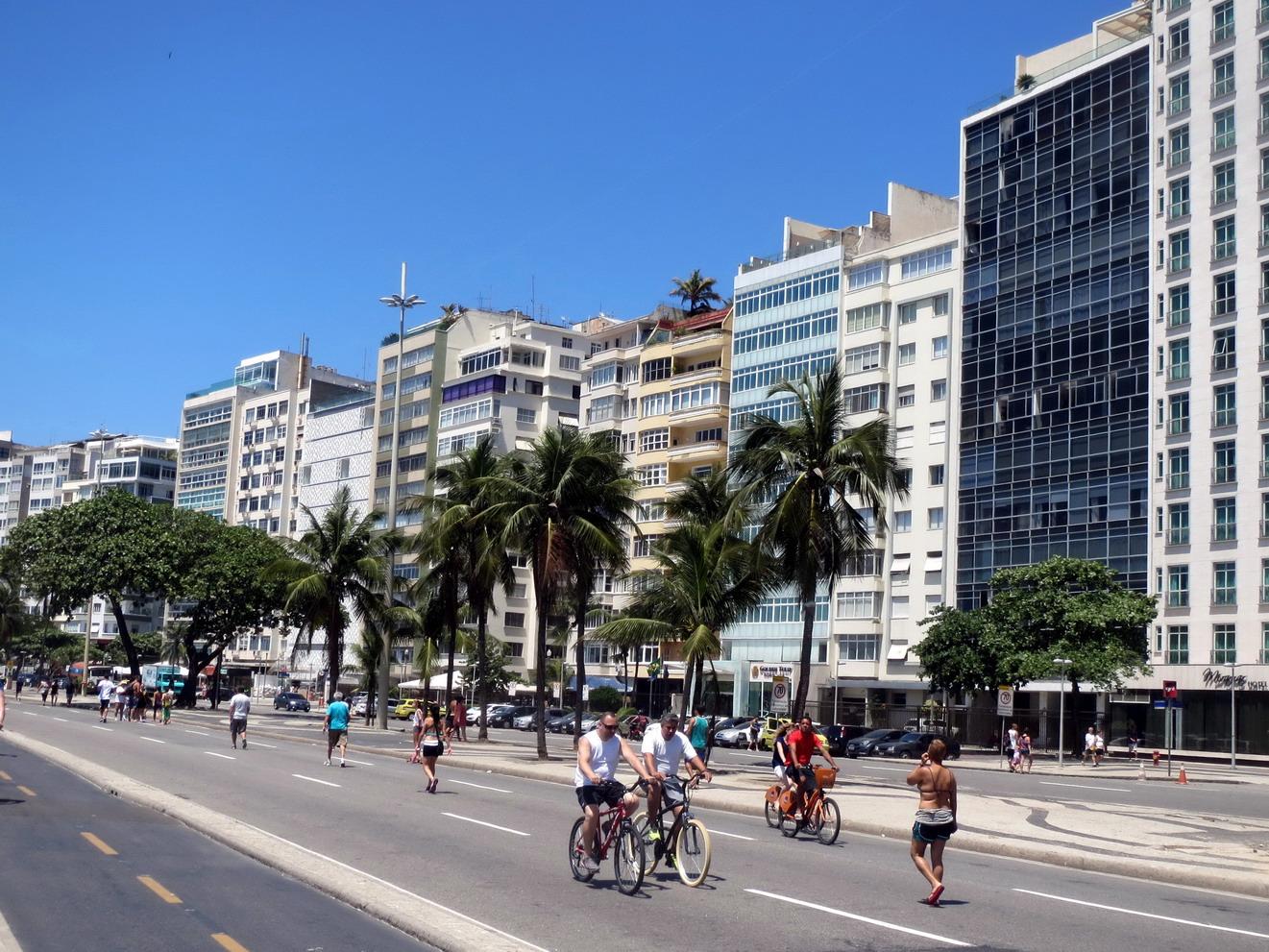 38. Plage de Copacabana, les avenues ont été libérées des voitures