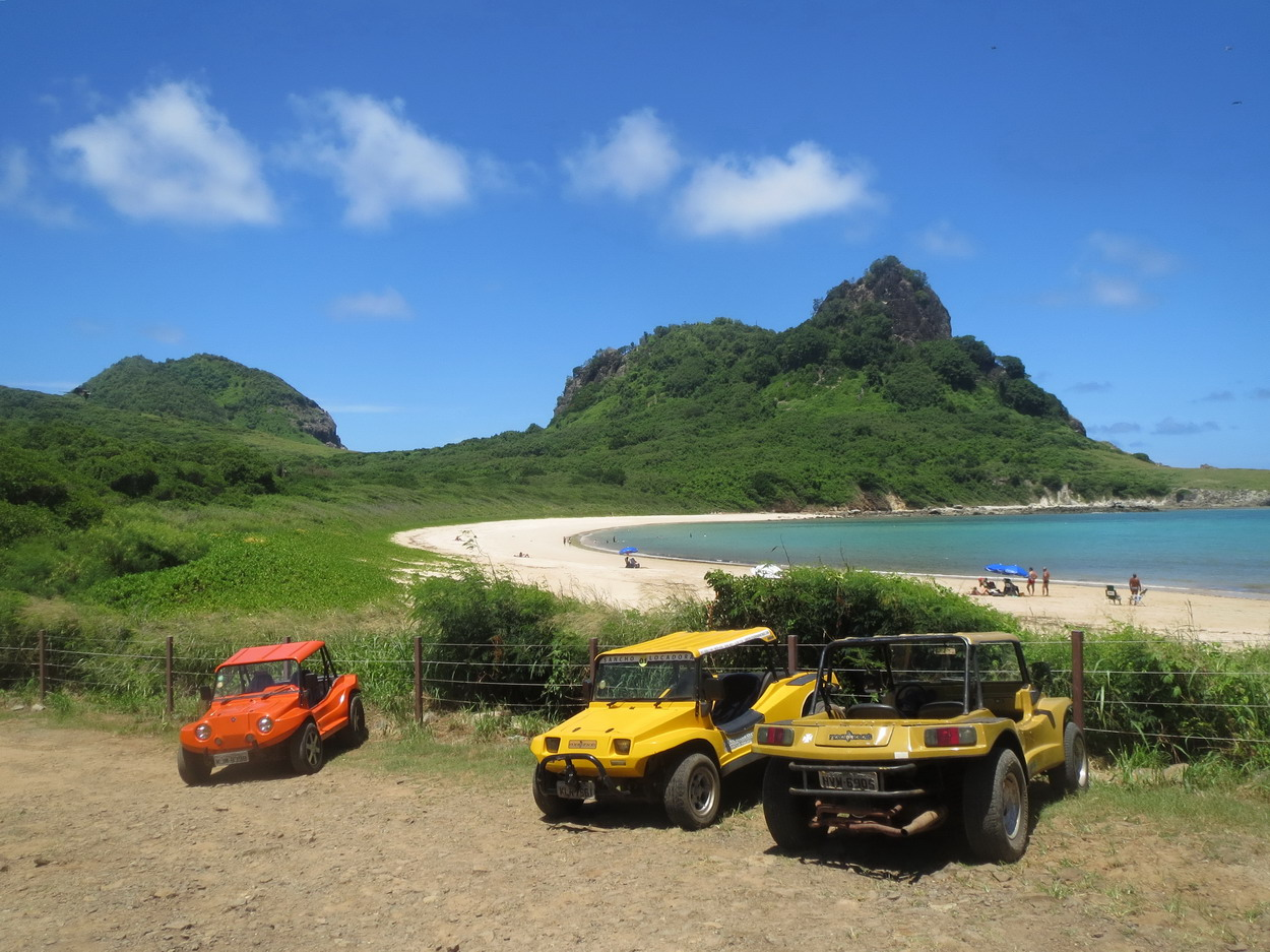 4. Les buggys devant la baia do Sueste (Parco nacionale marinho)