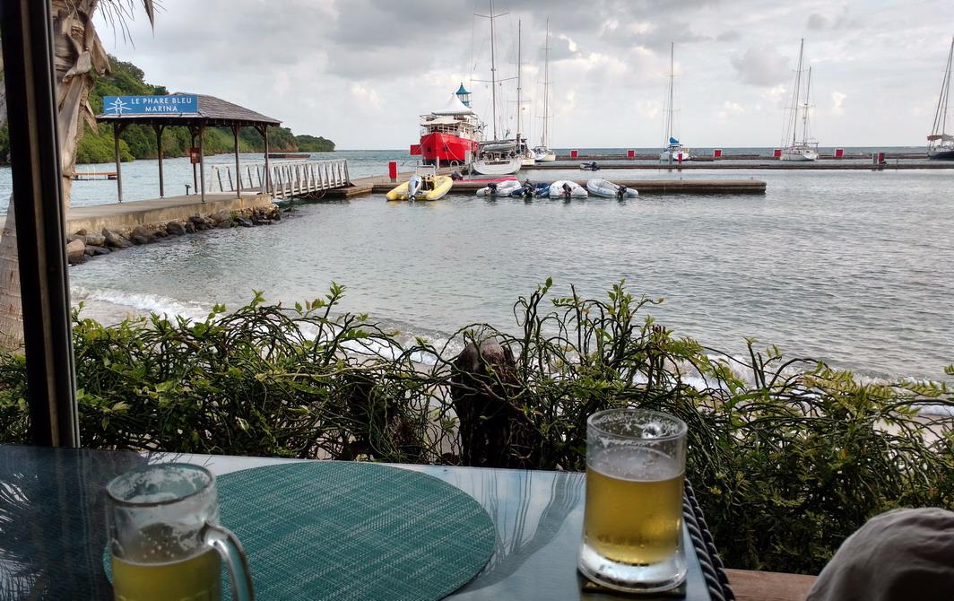 40. Du restaurant de la marina du Phare bleu à l'est de Calivigny island