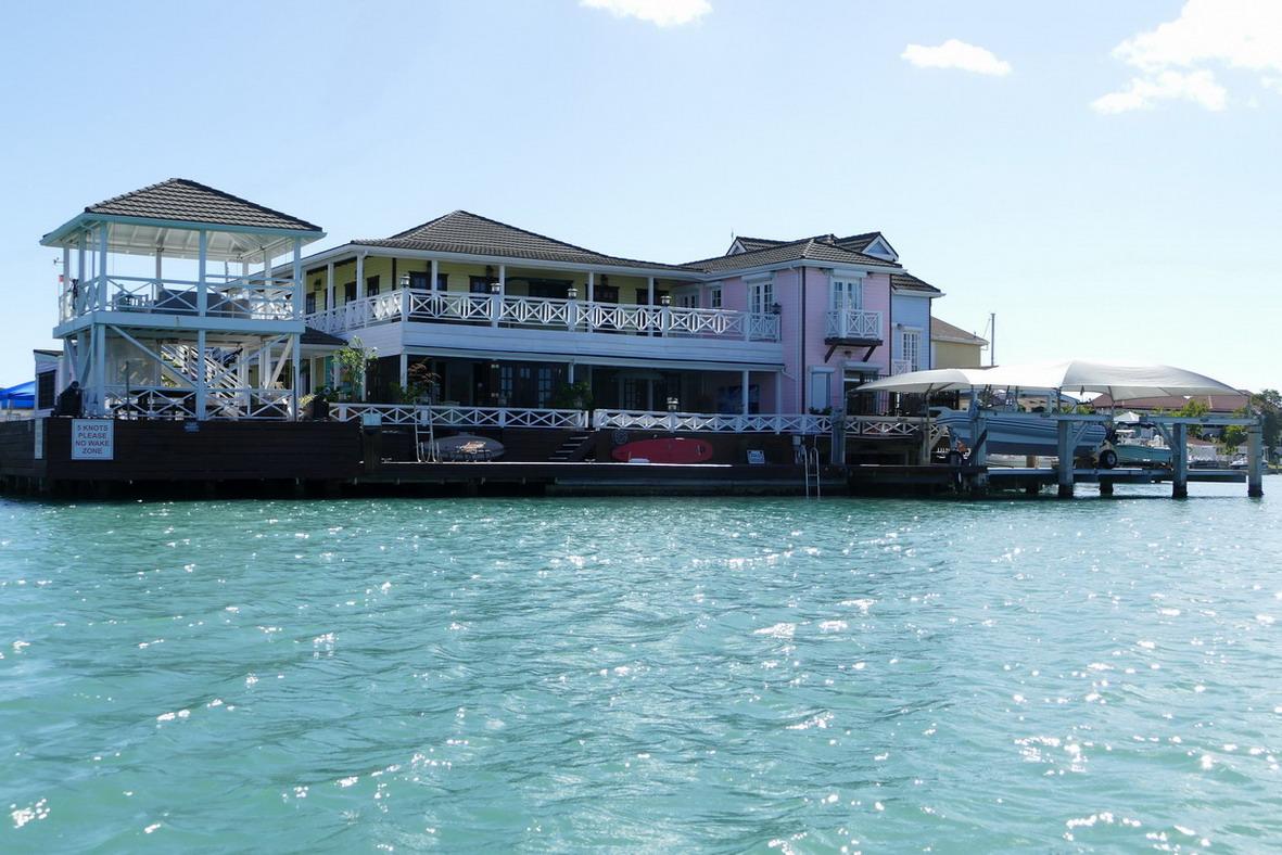 42. Antigua, la lagune de Jolly harbour