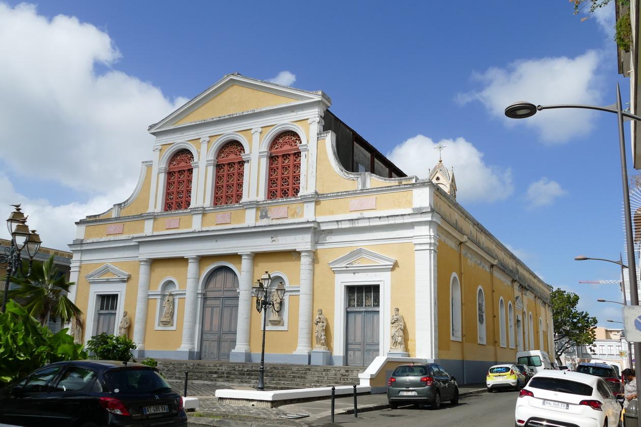 42. Pointe-à-Pitre ; l'église St Pierre et St Paul, dite aussi la cathédrale