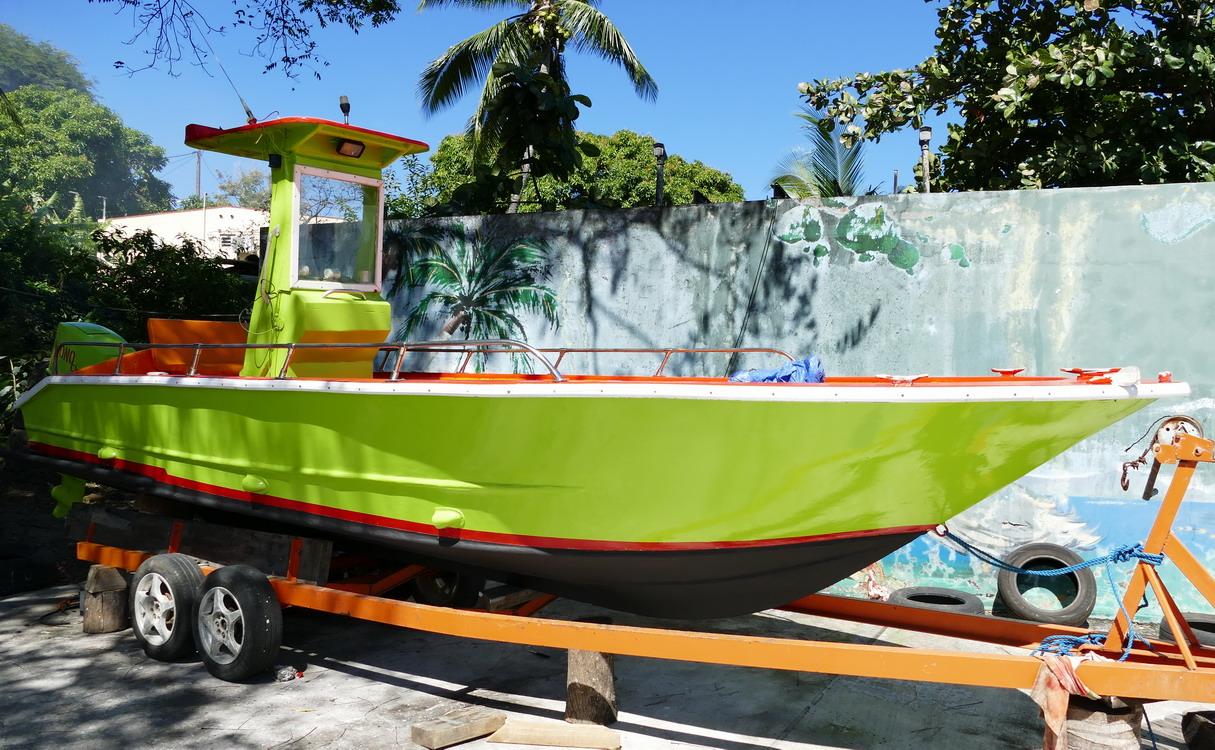 43. La Guadeloupe ; Deshaies, une barque de pêche
