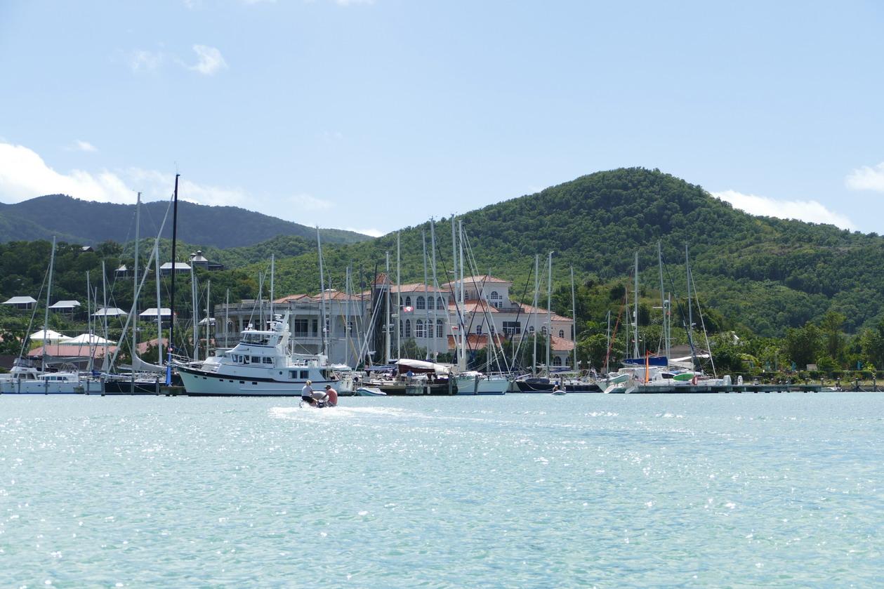 44. Antigua, la marina de Jolly harbour