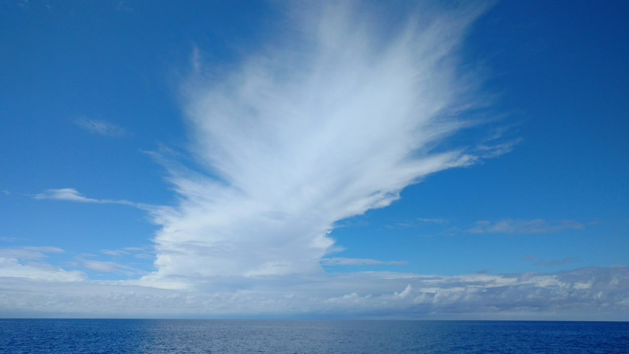48. La Guadeloupe ; Deshaies, un ciel tout en mouvement