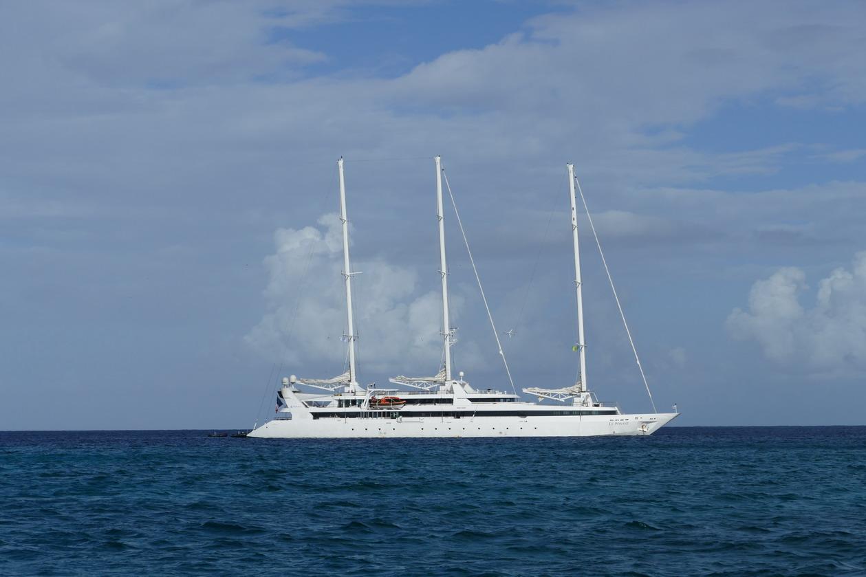48. Le Ponant - voilier capturé par les pirates somaliens - arrivait quand nous partions