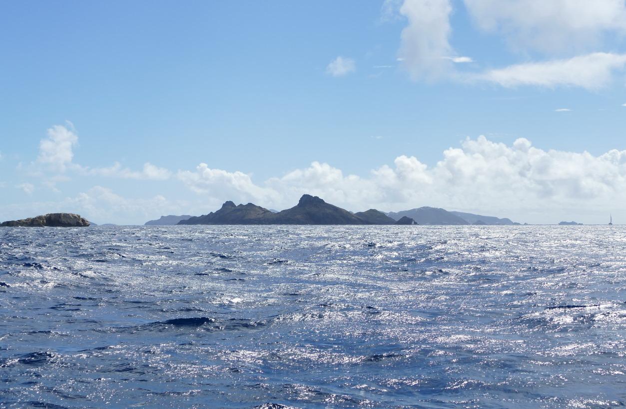 01. L'île de St Barth derrière l'île Fourchue