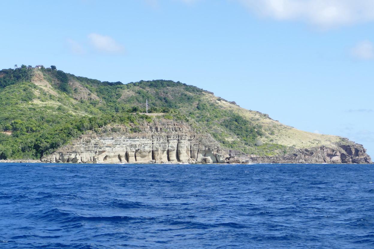 02. Antigua, les petites colonnes d'Hercule sculptées par la mer dans la roche