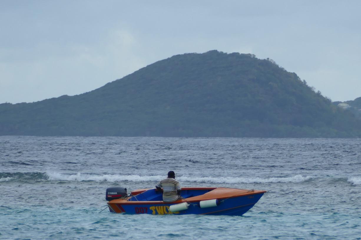 02. Clifton harbour sur Union island, un boat boy en maraude