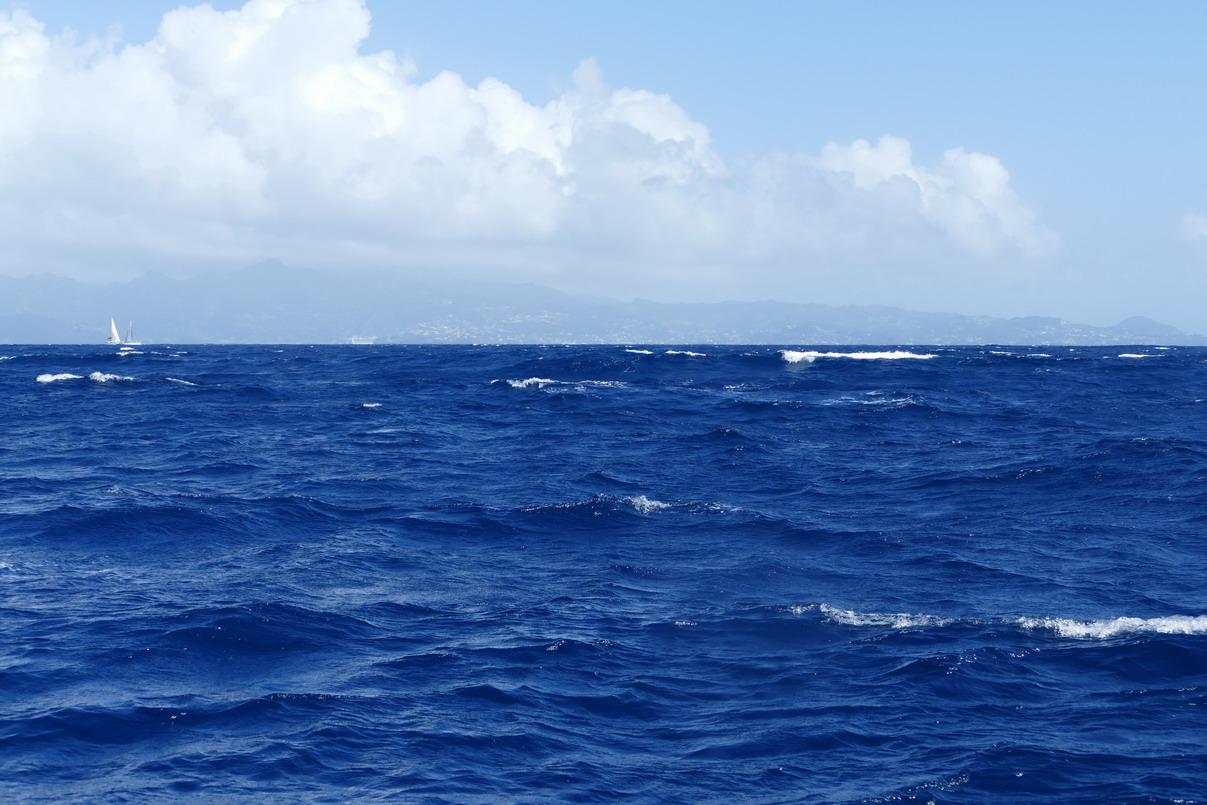 02. La mer est agitée, comme dans tous les passages entre les îles